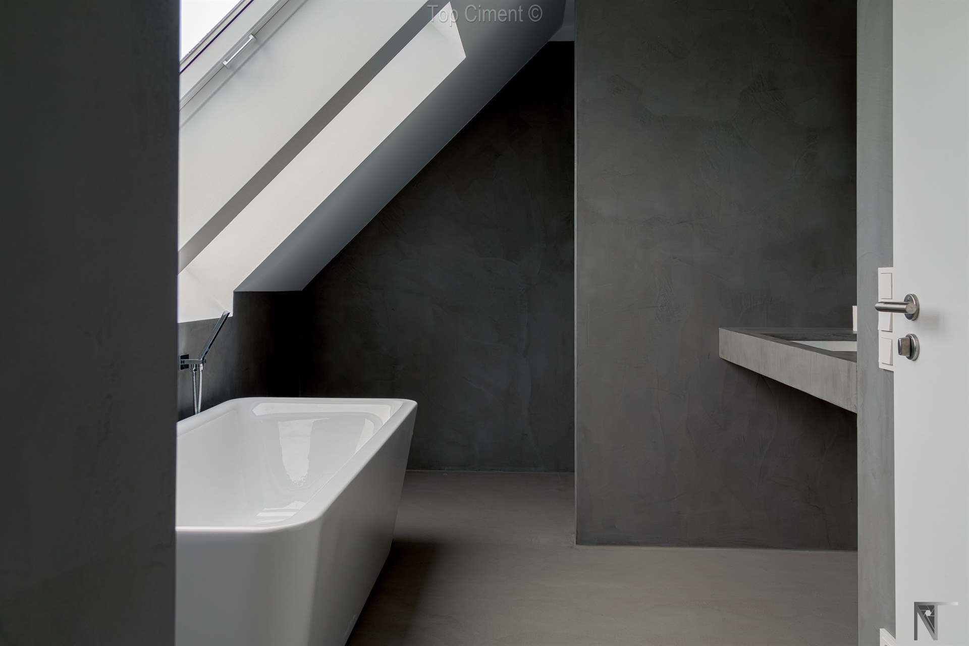Cuarto de baño con paredes de microcemento