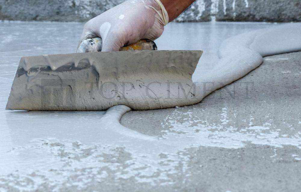 applying the finishing microcement
