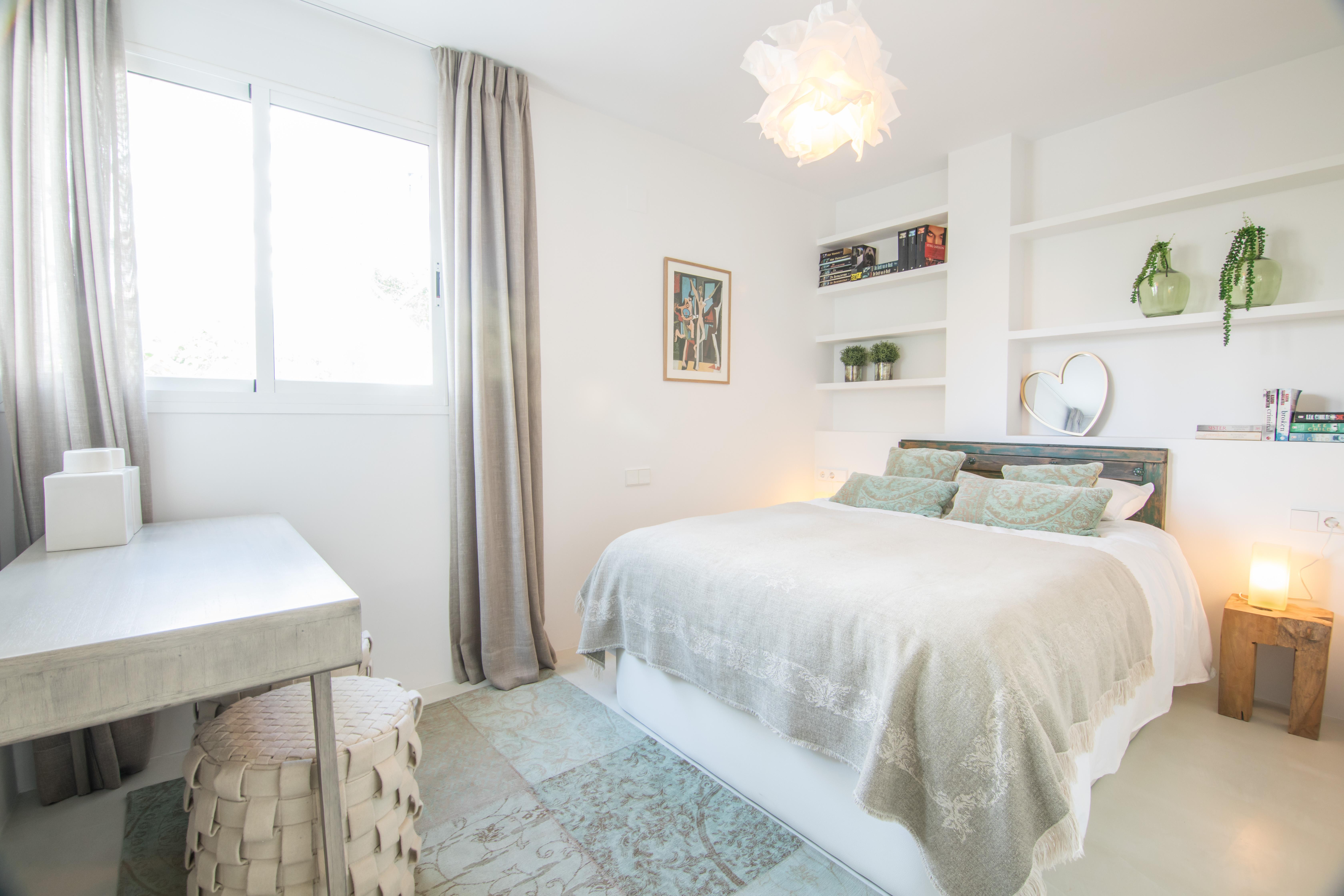 Sypialnia z podłogą z szarego mikrocementu Topciment