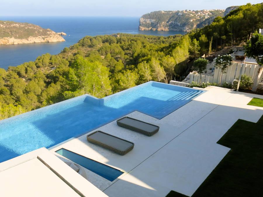 piscina microcemento estilo infinity pool