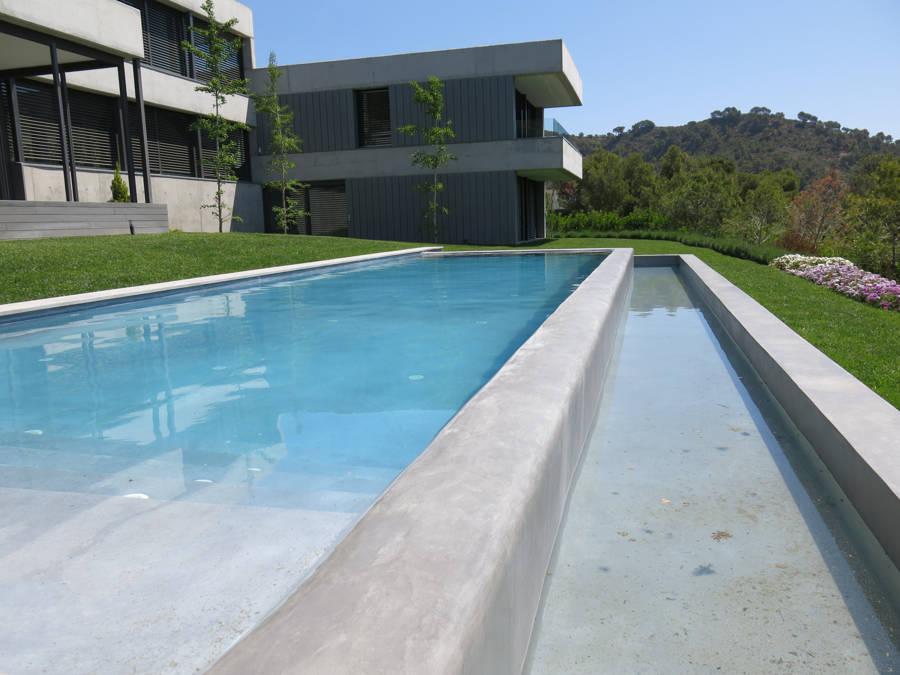 piscina microcemento gris doble altura