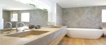 pared lavabo con microcemento