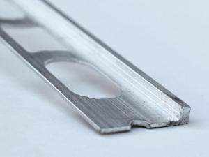 Cantonera Perfil de aluminio especial para proteger bordes de escaleras de microcemento