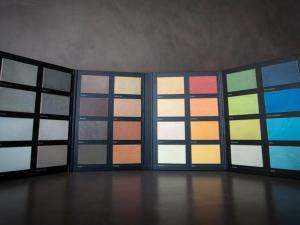 Catálogo con muestras naturales de los cuarenta colores de los microcemento Topciment
