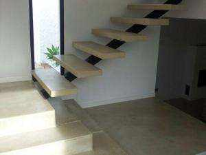 microcemento arena en escaleras de vivienda