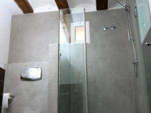 Bilder aus der Renovierung eines Badezimmers mit Mikrozement im Nassbereich