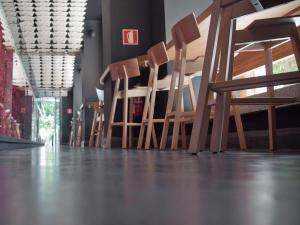 Fugenloser Bodenbelag Microdeck für den Restaurant