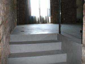 escaleras de microcemento para vivienda rústica