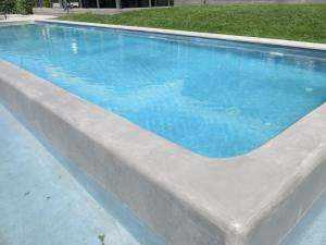 Design-Schwimmbad mit Mikrozement